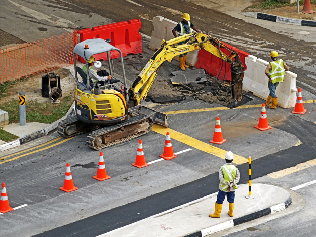 How to Ensure Maximum Safety While Working on the Road