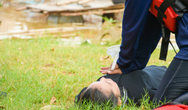 4 Reasons to Take a Life-Saving First Aid Course This Summer Vacation